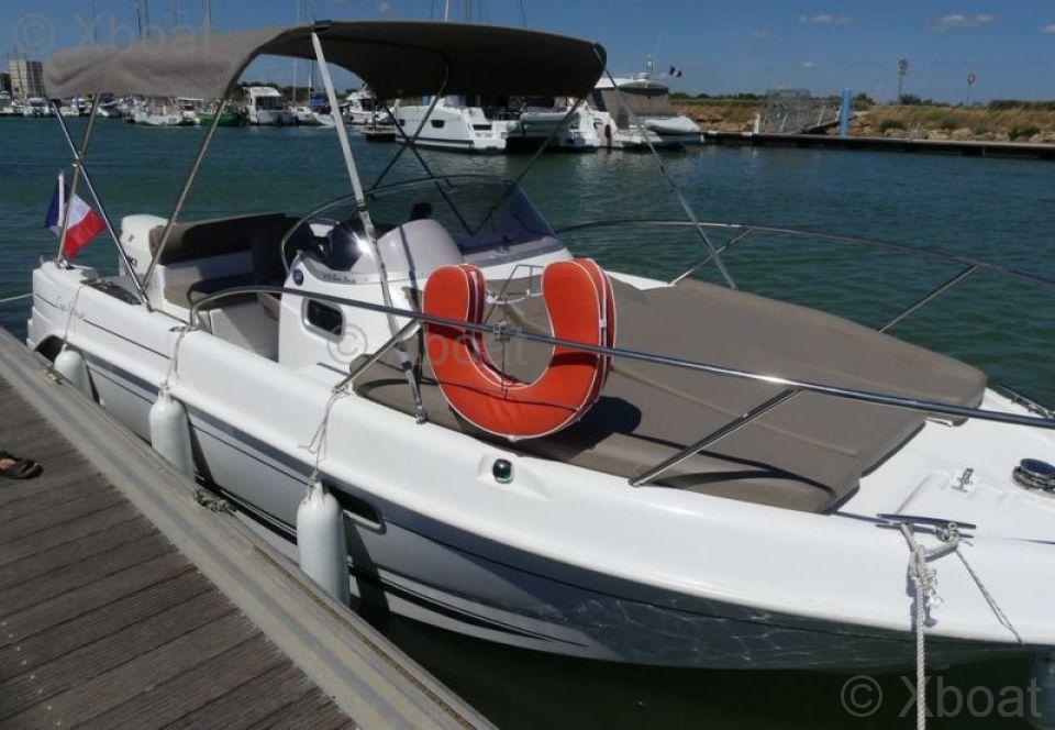 Motorboat B2 Marine Cap Ferret 672 Sun Deck Used